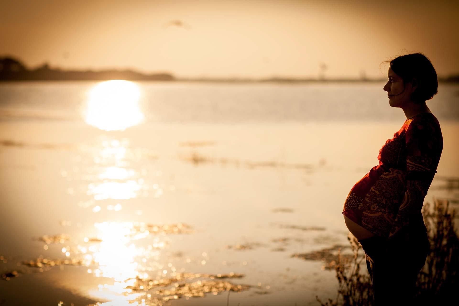 Sesión de fotos de embarazo Valencia. Fotos de maternidad, reportajes de embarazo